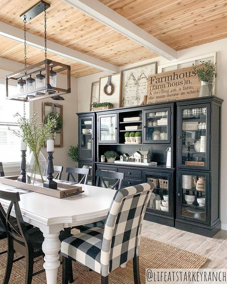 This dining room is FARMHOUSE GOALS! 🙌 What do you think of this beautiful decor style? 😍 Your favorite part? ❤ TAG a friend who will LOVE…