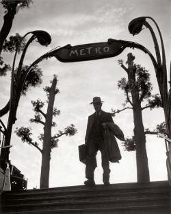 web_Metro_MIrabeau_alle_sei_del_mattinox_Parigi_1949.jpg 250×312 pixel