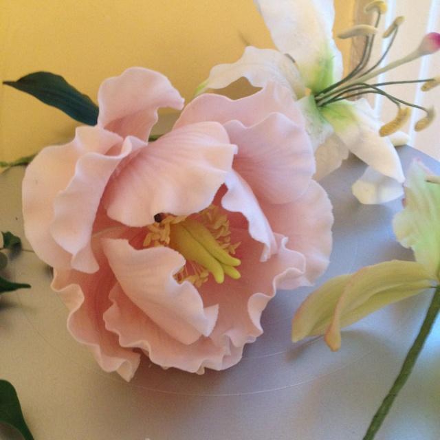 91 best Gumpaste Flowers images on Pinterest | Fondant flowers ...