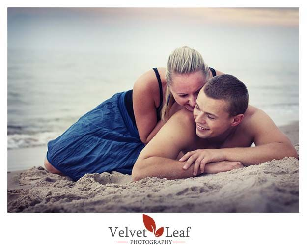 http://www.velvetleafphotography.com/articles/engagement-photo-shoot-themes-ideas-make-it-yours/