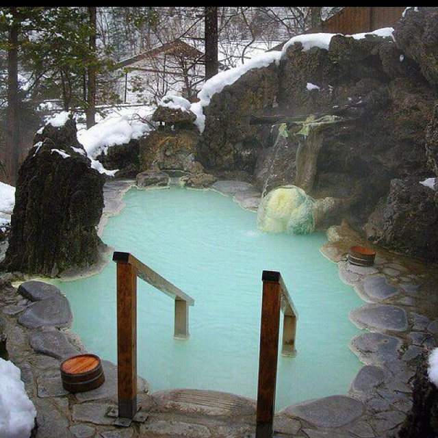 Hot Tub In The Middle Of Winter!