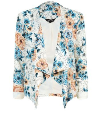 "For a quirky twist on a formal classic, this floral print blazer is the perfect investment this season. Pair with skinny white jeans and a cami for laid back occasion wear.- All over print- Waterfall front- Relaxed fit- Open front design- Long sleeves- Model is 5'8"" and wears UK 10/EU 38/US 6"