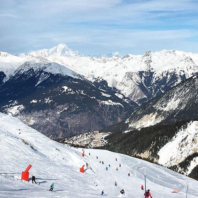 Encore une belle journée de ski à Meiribel ⛷ ! Le ski hors saison c'est que du bonheur ! En plus on a une chance incroyable avec une météo de rêve ☀  #3vallees #meribel #meribelmottaret #savoie #savoiemontblanc #alpes #alps #travelphoto #traveldiaries #lamontagnecavousgagne #france #jaimelafrance #magnifiquefrance #hello_france #sportdhiver #wintersport #mountainlife #mountainview #wintersport #traveltheworld #travellingtheworld #neverstopexploring #goexplore #exploringtheglobe #travelgram…