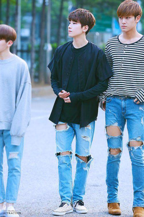 Omfg look at mingyu omfgomfgomfg he's legs look better then mine omfg