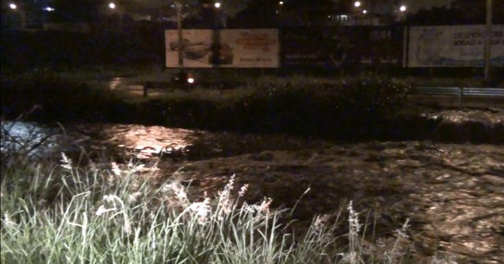 Forte chuva causa alagamentos e engavetamento em São Carlos, SP