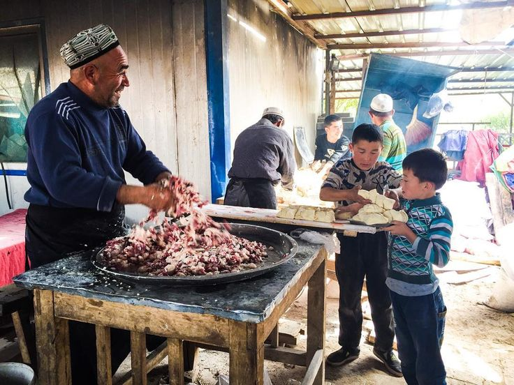 """Making delicious Samsas :) #Kashgar #Xinjiang #China #SilkRoad #adriennexplores #history #culture #travel #traveling #travelgram #travelling #instatravel…"""