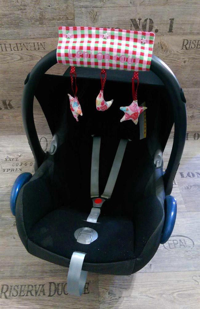 Das fertige Mobile angebracht an einer Babyschale (free)