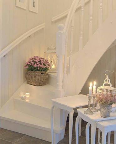 Madera en blanco escalera dise ada y fabricada en madera - Pintar madera blanco ...
