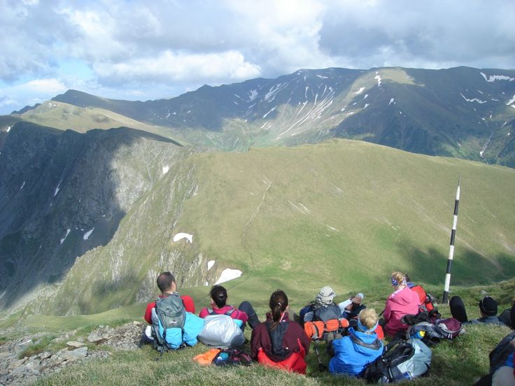hiking-in-fagaras-mountain-2-guided-walking-holidays_thumbnail4.jpg (1000×750)