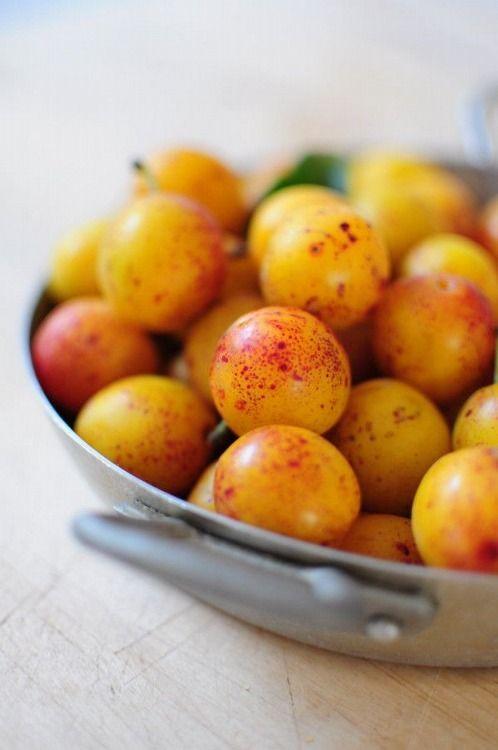 Le mirabelle (ciliegie - susine) sono ricche di betacarotene, un potente antiossidante naturale che ci protegge dai radicali liberi. #rimedinaturali