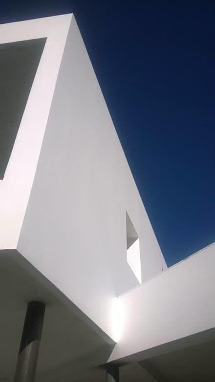 : Casas de estilo moderno por ARQUITECTO MAURICIO PIZOLATTO