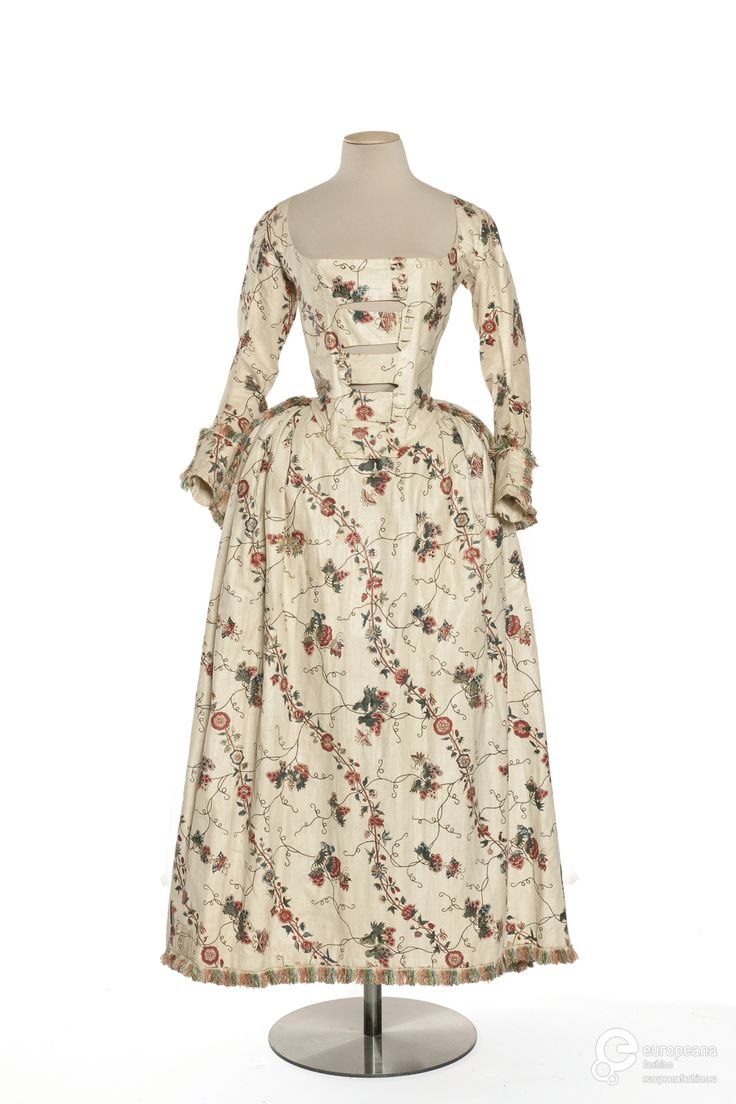Caraco and petticoat, probably France, 1775-1790. Block-printed cotton with a pattern of meandering floral branches and floral sprays.