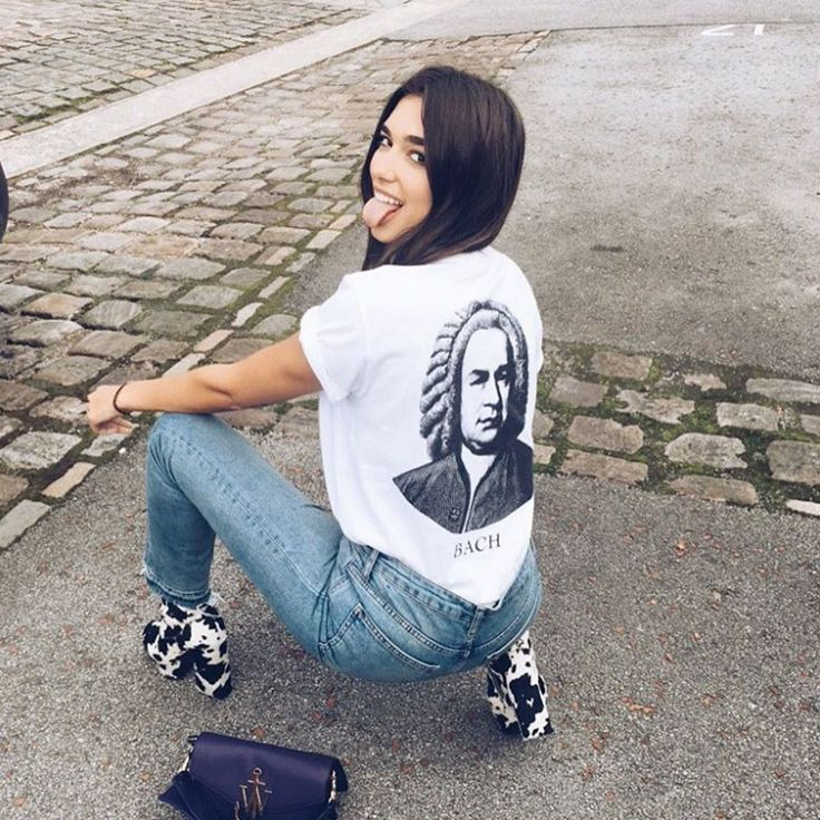 35 Ways To Wear Your Hair, According To Instagram #refinery29  http://www.refinery29.uk/hair-ideas-2016-instagram-style#slide-7  The Simple Centre-PartingWe're pretty obsessed with singer Dua Lipa's voice and style (have you seen those boots and that J.W.Anderson bag?!) but we're equally enamoured with her long, dark locks and simple centre ...