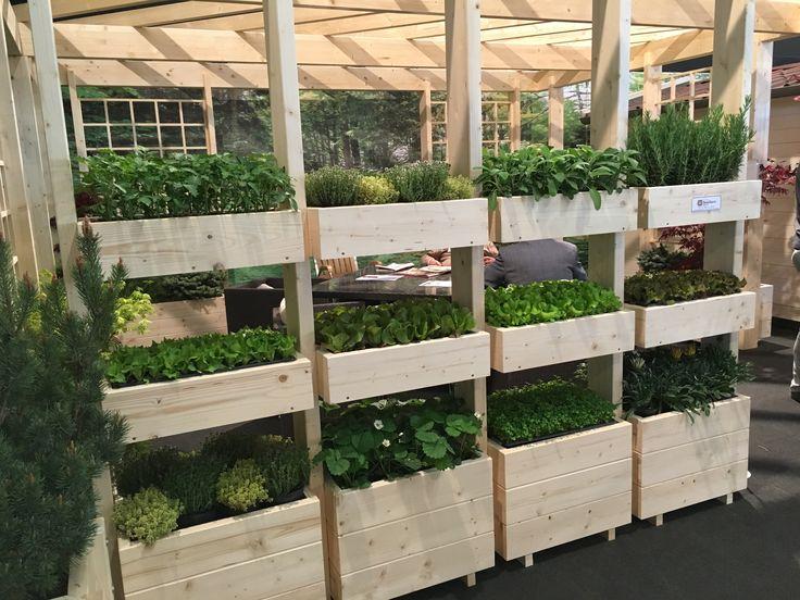 Orto verticale modulare e personalizzabile da collegare ad una pergola nel giardino o sul terrazzo.