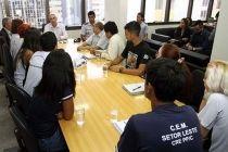 Secretário de Educação recebe demandas de estudantes - http://noticiasembrasilia.com.br/noticias-distrito-federal-cidade-brasilia/2015/03/10/secretario-de-educacao-recebe-demandas-de-estudantes/