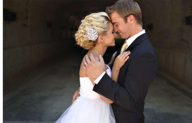 Trucco e Acconciature sposa 2013 - Capelli raccolti con gioiello