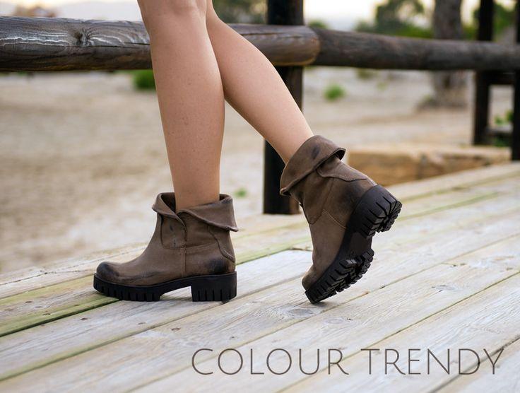 Los tonos marrones están arrasando este otoño. Súbete a estos botines todoterrenos, combínalos con una falda, unos pantalones vaqueros capri o bonitos vestidos de gasa.