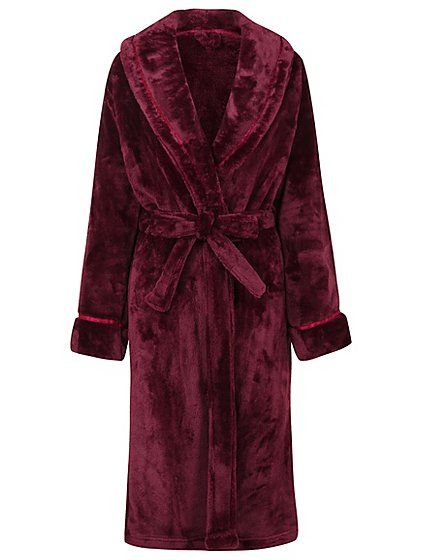 This dressing gown makes relaxing at home feel like the ultimate luxury. The fleece fabric is unbelievably soft to the touch and even the pocket lining has a...