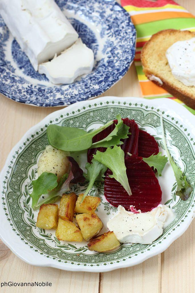 Patate arrosto con formaggio di capra e insalata sul mio blog la cuoca eclettica la ricetta/recipe: www.lacuocaeclettica.it/