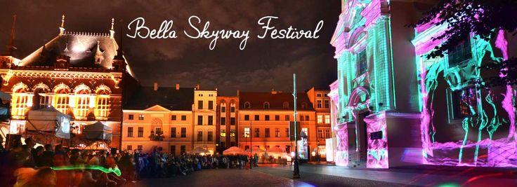 Verbringen Sie Ihren nächsten Urlaub in Torun, eine polnische Großstadt an der Weichsel.Das bekannte Bella Skyway Festival findet von 26.08. – 30.08.2014 in Torun statt. Installationen nehmen die Zuschauer auf eine Reise mit, auf der sie in der Raumzeit schweben. 2, 3 o. 4 Nächte im 4* Hotel.