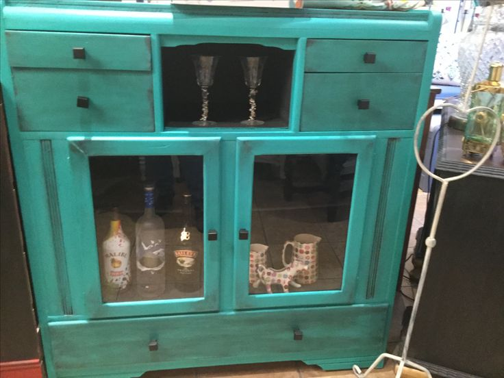 Bar, kitchen cabinet coffee station Annie Sloan chalkpaint™in Florence with graphite wash. Clear wax