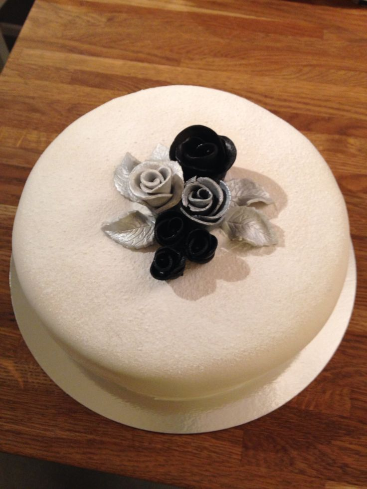 White cake with silver and black roses