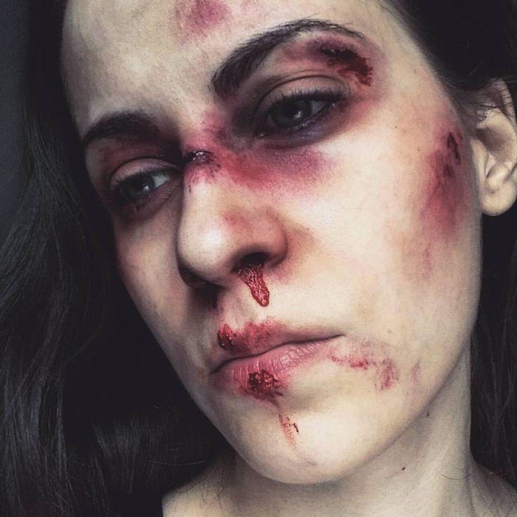 """24 kedvelés, 2 hozzászólás – Nagy Flóra (@makeupartistflora) Instagram-hozzászólása: """"💄💀#fakeblood #makeup #mua #mywork #myface #paleskin #bruise #blood #pain #sfx"""""""