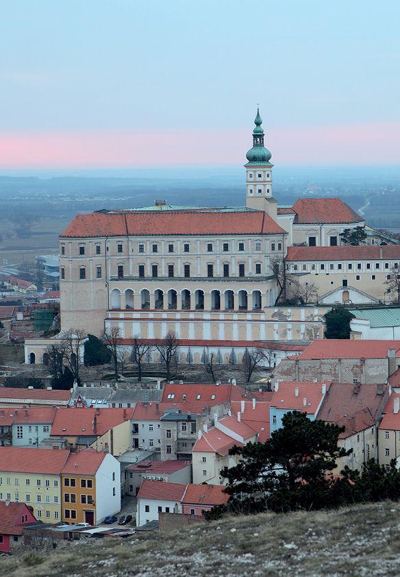 Soffa magazine Issue 08 - Travel to Mikulov (Czech Republic) #SoffaMag #Travel #Mikulov #CzechRepublic #castle