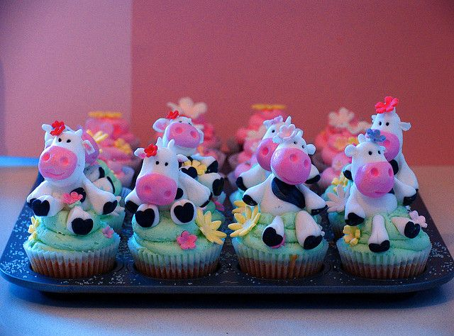 cow cupcakesCows Cupcakes, Cupcakes Moovel, Fun Food, Moo Cows, Cups Cake, Parties Ideas, Cupcakesoh Yum, Cupcakes Rosa-Choqu, Cute Cake Or Cupcakes