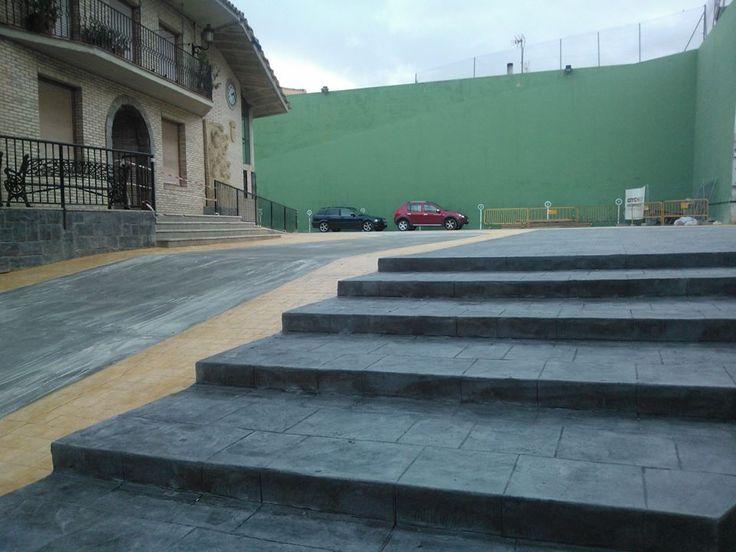 Pavimentación de plaza pública en hormigón impreso