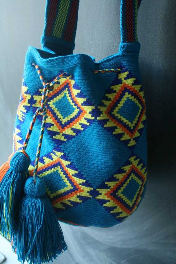 Mochila Wayuu Teal yellow orange multicolor von DiversoStudio