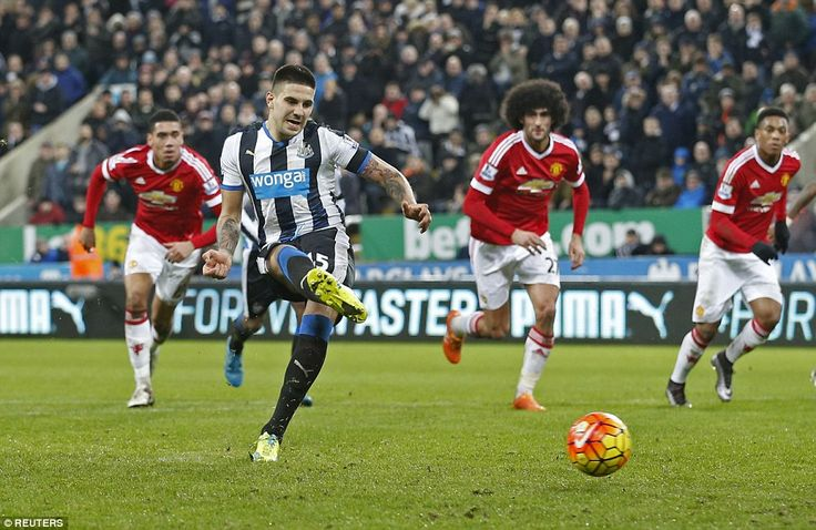 Aleksander Mitrovic side-foots the ball into the bottom left-hand corner of De Gea's goal to equalise from the penalty spot for Newcastle against Manchester United in the second half