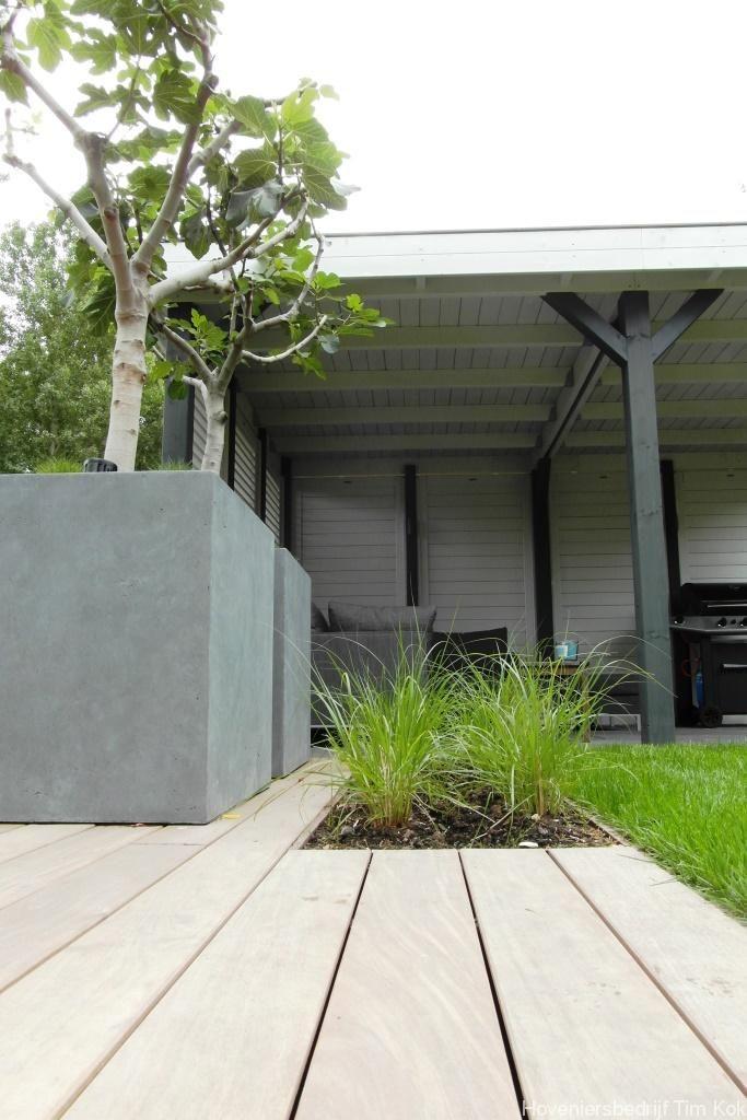 Heerlijk buitenleven, tuin te 's-Gravendeel-aanleg-vlonder-aanleggen-gladde-vlonder-clipsysteem-schroefloze-vlonder-flonder-overkapping-buiten-loungen-overdekt-zithoek-tuinschermen-shutters-siergras-timkokhoveniersbedrijf