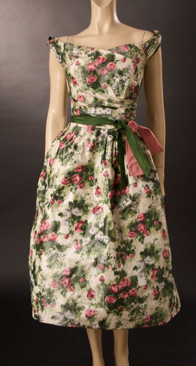 A gorgeous green and pink rose print dress, 1950s. #vintage #1950s #fashion
