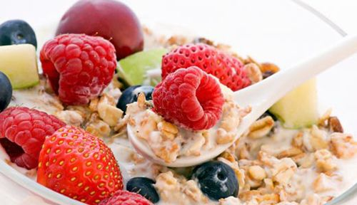 Healthy Breakfast Under 300 Calories Skipping breakfast can put you at greater risk of being overweight and slow down your weight loss no matter how hard you work on everything else. Start your day...