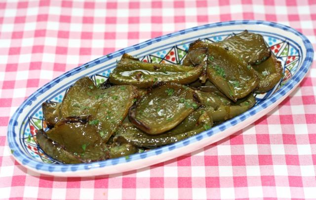 Peperoni Verdi al Forno oftewel groene paprika uit de oven   Het lekkerste recept vind je op Alles Over Italiaans Eten
