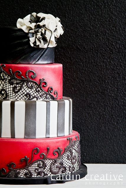 This would be gorgeous for an engagement party or a sophisticated bridal shower (Black lace cake by Gimme Some Sugar)