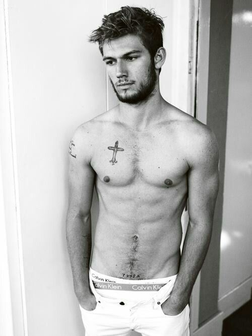 Alex Pettyfer.. Just a few more tattoos and my ovaries will explode...