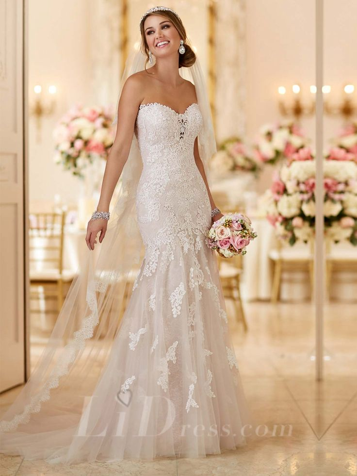 Strapless Sweetheart Fit and Flare Lace Appliques Wedding Dress