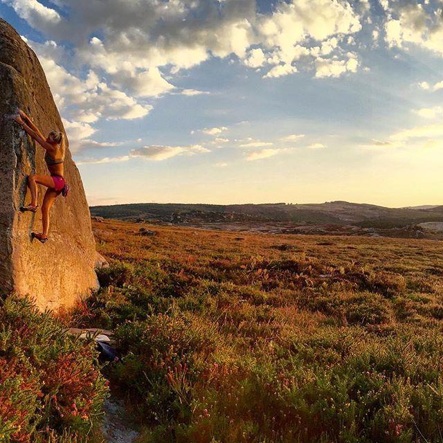 Warm day in Santa Gadea ! Photo by @axlballlay  #holidays #summer #roadtrip #santagadea #spain #sunset #climbing #rockclimbing #climbing_pictures_of_instagram #bouldering #abk_company #artlineholds #planetgrimpe #pgontherock #iloooveit