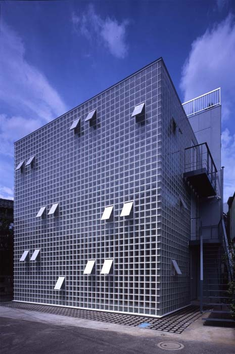 20 best images about glass block on pinterest office for Small japanese house design in tokyo by architect yasuhiro yamashita