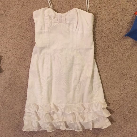 Must go! Lilly Pulitzer white dress Worn once! Beautiful on. Perfect for graduation. Size 2. Quick sale! Lilly Pulitzer Dresses Strapless
