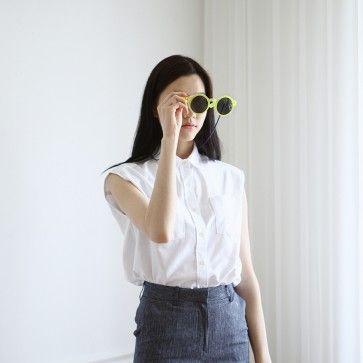[Oxford Sleeveless Shirt] A basic white #sleeveless #shirt. Basic collar. Full button closure. Chest pockets. #whiteshirts #oxfordshirts #trendy #koreanfashion #fashiontoany