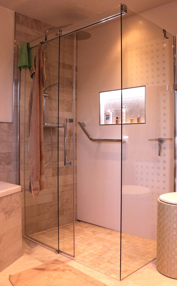 Alles Individuell Bad Moderne Badezimmer Von Design Manufaktur Gmbh Modern Badezimmer Dachgeschoss Modernes Badezimmer Badgestaltung