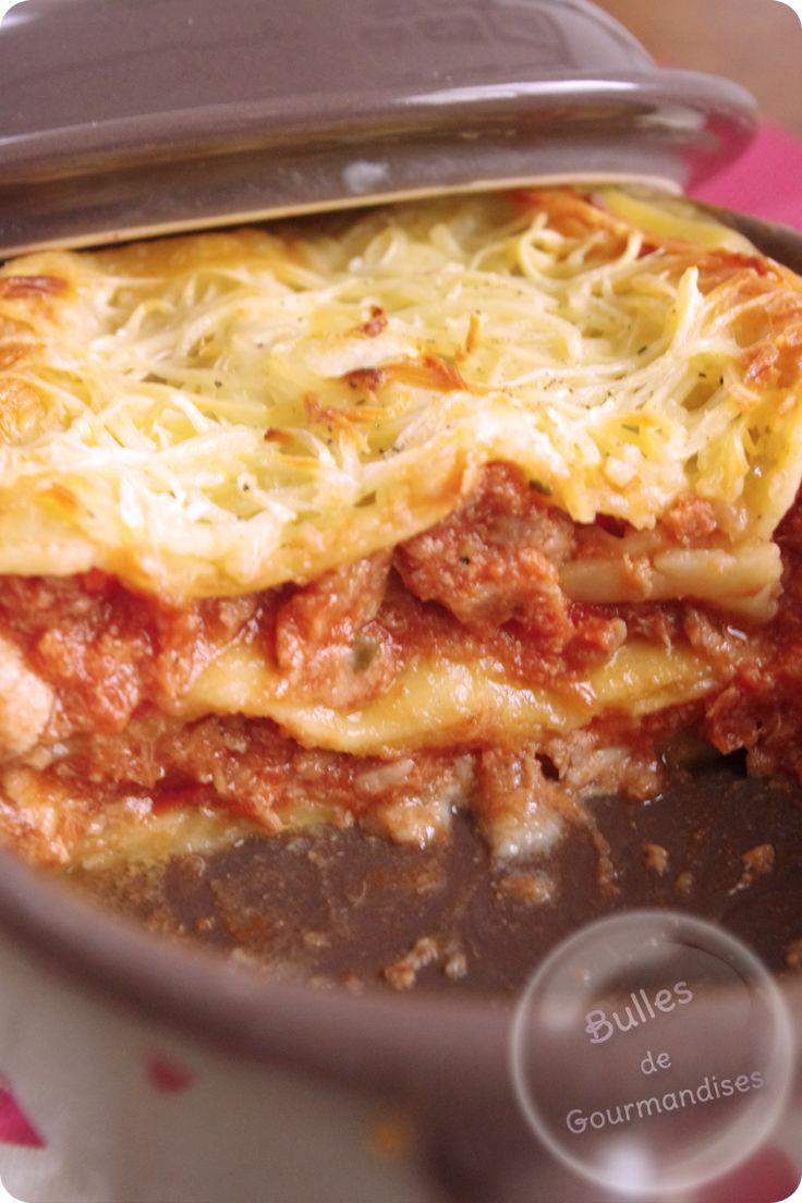 Tuna lasagne / Lasagnes au thon, tomate et Béchamel à la ricotta… Garfield se lèche les moustaches !!! http://www.bullesdegourmandises.com/lasagnes-au-thon-tomate-et-bechamel-a-la-ricotta-garfield-se-leche-les-moustaches