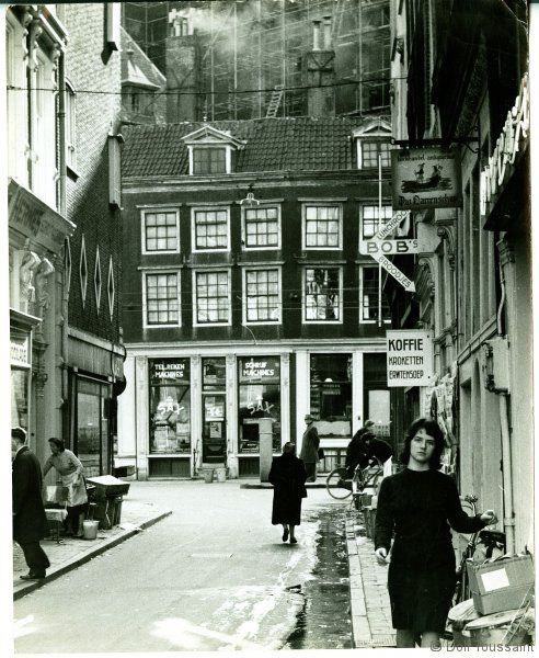 1960's. View of the Molsteeg in Amsterdam. The Molsteeg is a narrow street between the Spuistraat and the Nieuwezijds Voorburgwal in Amsterdam. Photo Dolf Toussaint.  #amsterdam #1960 #Molsteeg