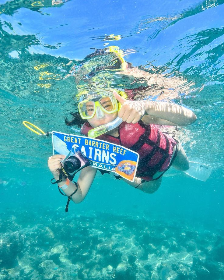 죽기전에 가봐야한다는 곳 그레이트배리어리프👍  눈 코 모두 압력때문에 물꼬기 닮았다🐟🐠 니모도 보고 엄청 큰 거북이도 봤다 해파리도 스쿠버다이빙, 스노쿨링, 헬기투어 다해서 이제 안올꺼다 #케언즈 #그레이트베리어리프 #greatbarrierreef #헬기투어 #니모 #cairns #reeftour