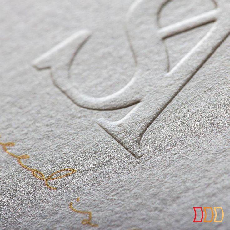 Minimalistyczna tłoczona wizytówka dla fotografa www.adamsobolewski.pl #embossedbusinesscards #emboss #anagram #AdamSobolewski #fotograf #businesscardswag #whitebusinesscard #goldprint #wizytowka #photographerbusinesscard #allyouneedislove #tloczenie #embossing #pressed #initials #logo