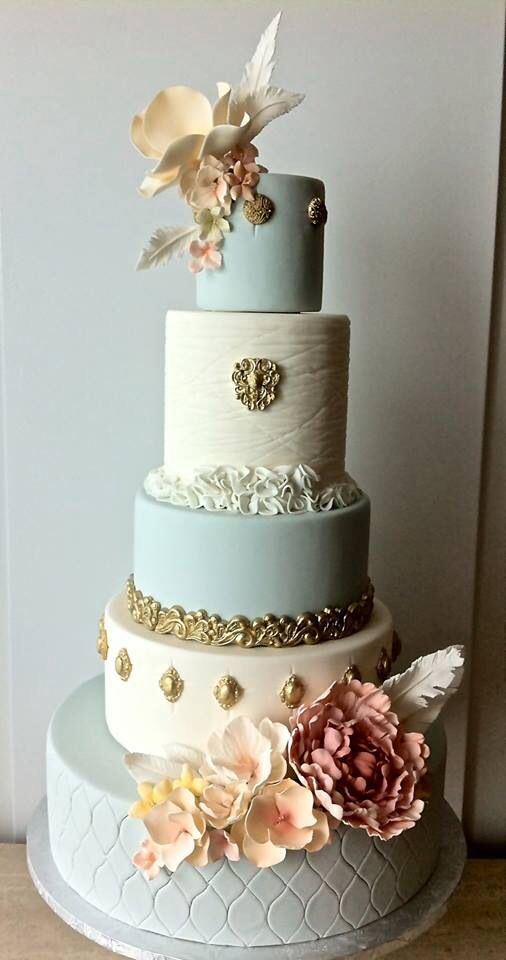Couture wedding cake Looks so much like my first cake!