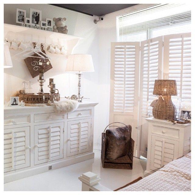 Riviera Maison Lohmeier #rivieramaison #rivieramaisonlohmeier #living  #white #neworleans #shutters #